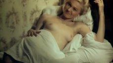 Блондинка топлес