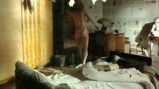 Елена Яковлева встала с постели
