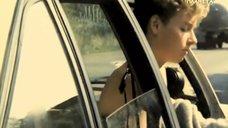 4. Жанна Эппле переодевается в машине – Ловкач и Хиппоза