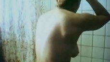 Ирина Алферова принимает душ