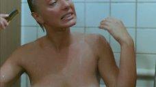 Общественный женский душ