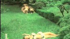 4. Обнаженная Любовь Красавина бегает по парку – Трудно первые сто лет