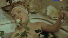 Ольга Толстецкая в ванной с розами