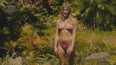2. Потрясающая Дженнифер Энистон в купальнике – Притворись моей женой