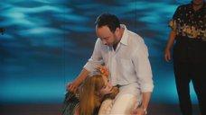3. Николь Кидман и Дженнифер Энистон в конкурсе с кокосами – Притворись моей женой