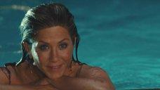 4. Обнаженная Дженнифер Энистон в бассейне – Марли и я