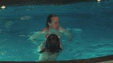 5. Обнаженная Дженнифер Энистон в бассейне – Марли и я