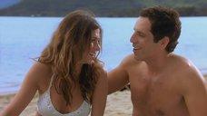 3. Дженнифер Энистон на пляже – А вот и Полли