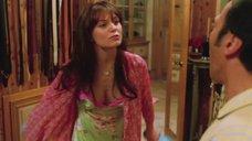 Дженнифер Моррисон в ночной рубашке