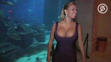 2. Большая грудь Анны Семенович