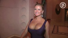 6. Большая грудь Анны Семенович
