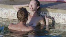 Секс с Тильдой Суинтон в бассейне