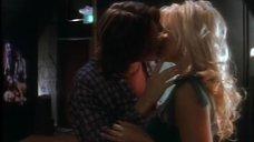 1. Сексуальная сцена с Памелой Андерсон – Обнаженные души