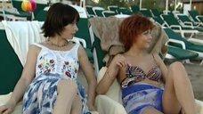3. Дарья Повереннова и Ирина Лачина заигрывают на пляже – Слабости сильной женщины