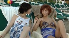 4. Дарья Повереннова и Ирина Лачина заигрывают на пляже – Слабости сильной женщины