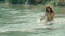 10. Голая Виоланте Плачидо купается в реке – Американец