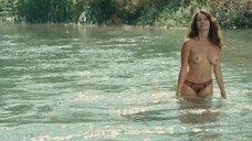 11. Голая Виоланте Плачидо купается в реке – Американец
