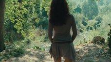 2. Голая Виоланте Плачидо купается в реке – Американец