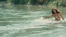 9. Голая Виоланте Плачидо купается в реке – Американец