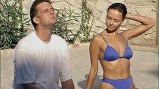 Дарья Повереннова в синем купальнике