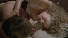 Интимная сцена с Кариной Андоленко в постели