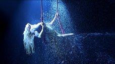 11. Стриптиз Памелы Андерсон под брызгами воды – Не называй меня малышкой