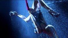 12. Стриптиз Памелы Андерсон под брызгами воды – Не называй меня малышкой