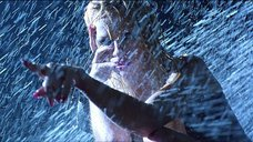 17. Стриптиз Памелы Андерсон под брызгами воды – Не называй меня малышкой