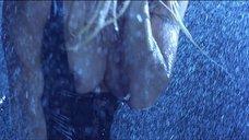 4. Стриптиз Памелы Андерсон под брызгами воды – Не называй меня малышкой