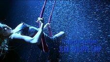 9. Стриптиз Памелы Андерсон под брызгами воды – Не называй меня малышкой
