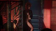 2. Прекрасные изгибы тела Памелы Андерсон – Не называй меня малышкой