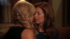 7. Лесбийский поцелуй Джули Бенц и Даны Дилэйни – Отчаянные домохозяйки