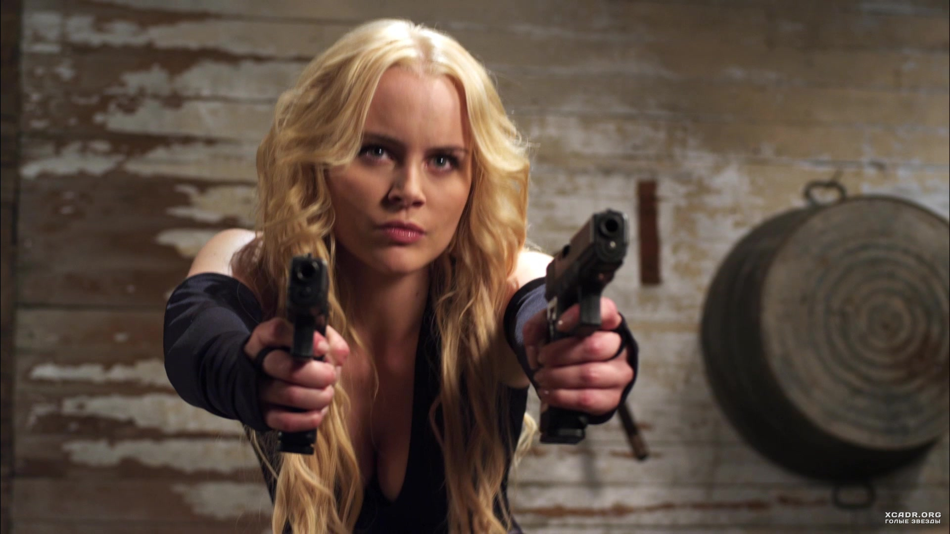 Соблазнительная и опасная Хелена Мэттссон – Пушки, телки и ... холли берри фильмы