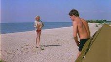 10. Полностью голая Александра Захарова бегает по пляжу – Серые волки