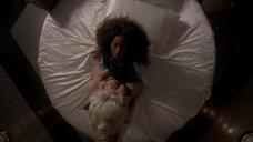 9. Лесбийская сцена с Анджелой Бассетт и Леди Гагой – Американская история ужасов