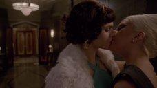 2. Лесбийский поцелуй Леди Гаги и Александры Даддарио – Американская история ужасов