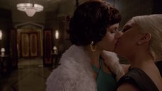 3. Лесбийский поцелуй Леди Гаги и Александры Даддарио – Американская история ужасов