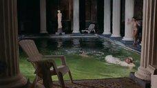 Обнаженная Ирина Рахманова пригает в бассейн