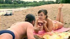 2. Анна Снаткина в купальнике – Заколдованный участок
