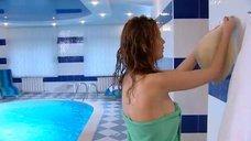 Татьяна Борисова снимает полотенце