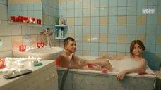 Ксения Суркова принимает ванну с женихом