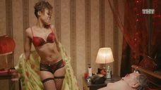 Сексуальной Елизавете Мартинес делают массаж
