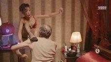 7. Сексуальной Елизавете Мартинес делают массаж – Ольга