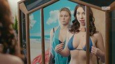 Грудь Алины Алексеевой в соблазнительном купальнике