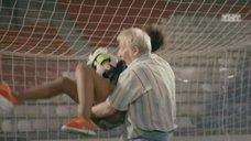 3. Екатерина Мадалинская и Елизавета Мартинес в лифчиках играют в футбол – Ольга