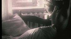1. Полностью голая Ксения Качалина на кровати – Нелюбовь