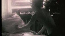 2. Полностью голая Ксения Качалина на кровати – Нелюбовь