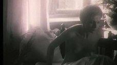 6. Полностью голая Ксения Качалина на кровати – Нелюбовь