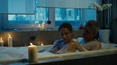 2. Евгения Морозова засветила голую грудь в ванне – Белый мавр, или Интимные истории о моих соседях