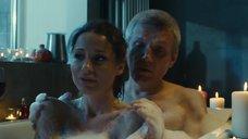 3. Евгения Морозова засветила голую грудь в ванне – Белый мавр, или Интимные истории о моих соседях